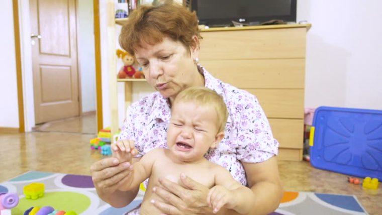 Η πεθερά μου παραλίγο να πνίξει το μωρό μας δύο φορές...