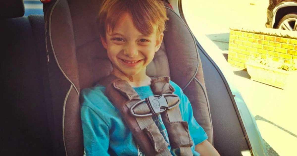 Η μαμά αυτή ακόμη βάζει το πεντάχρονο γιο της σε παιδικό κάθισμα αυτοκινήτου. Το post που έγινε viral.
