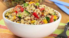 Η σαλάτα- έκπληξη με τέσσερα υλικά που θα σε κρατήσει χορτάτη μέχρι το βράδυ!