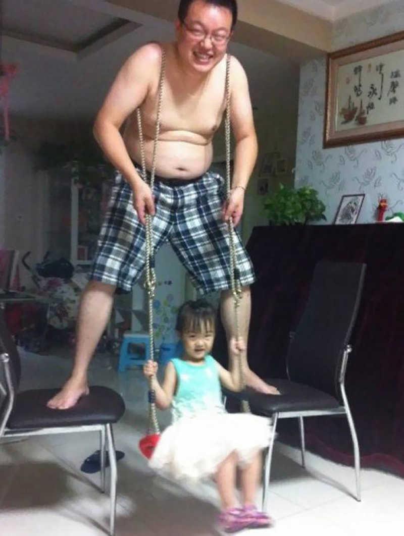 Όταν αφήνεις μόνο το μπαμπά με το παιδί....