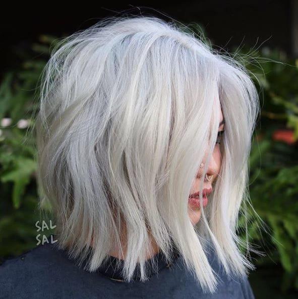 Τα 8 καλύτερα χτενίσματα για να μην φαίνεται η πιτυρίδα στα μαλλιά σας!