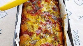 Αλμυρό κέικ με ζαμπόν, τυρί, ντομάτα και πατάτα