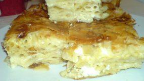 Μια πανάλαφρη νόστιμη πίτα με μακαρόνια και τυρί φέτα.