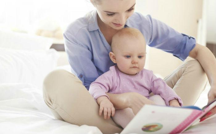 Τι καταλαβαίνει ένα μωρό όταν του διαβάζεις ;