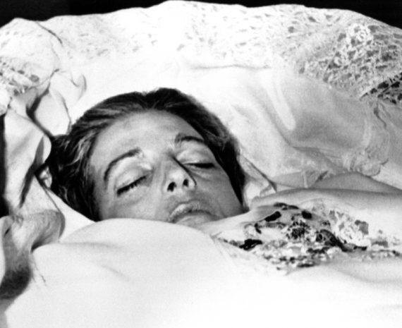 Η κατάρα των Ωνάσηδων: Τι συνέβη τη νύχτα που η Χριστίνα Ωνάση βρέθηκε νεκρή στη μπανιέρα της (εικόνες)