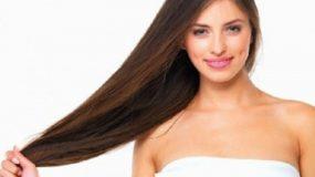 Πώς να στεγνώσεις τα μαλλιά σου γρηγορότερα, χωρίς πιστολάκι και χωρίς να σπάσουν οι άκρες