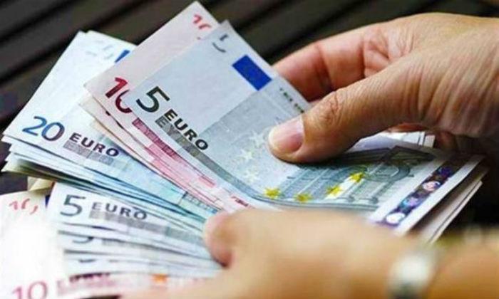 Κάντε κλικ ΕΔΩ και δείτε αν θα πάρετε τα 1.000 ευρώ τα Χριστούγεννα