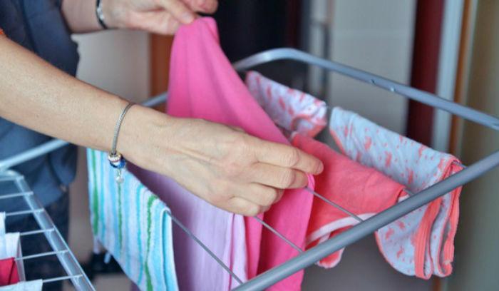 Tips για να στεγνώνεις τα ρούχα σου το χειμώνα
