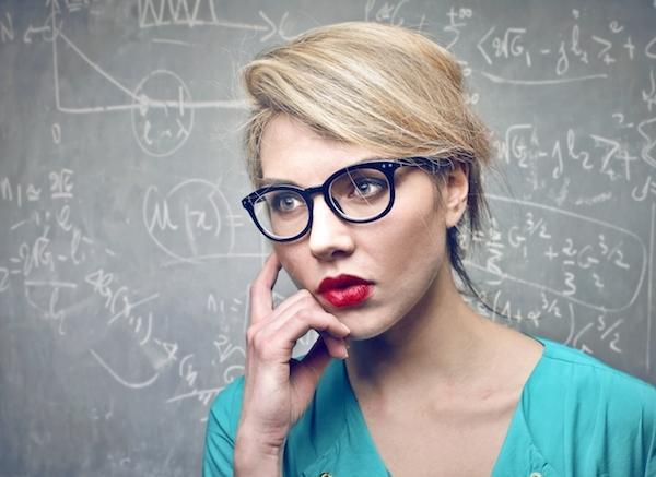 11 Σημάδια που Δείχνουν πως η Εξυπνάδα σας Ξεπερνάει τον Μέσο Όρο