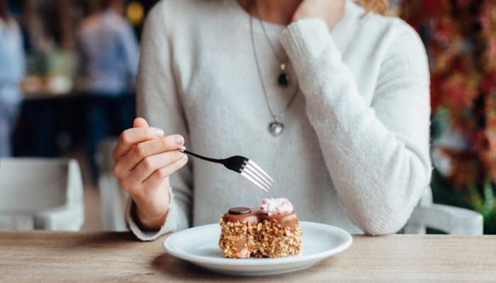 Μήπως το παράκανες; – Τι να κάνεις αν έφαγες πολλά γλυκά την προηγούμενη μέρα!
