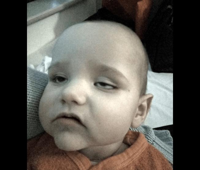 Μαμά έβαλε τον γιο της στο καλάθι του σούπερ μάρκετ και άρχισε να ψωνίζει. Το επόμενο πρωί, το παιδί ξύπνησε με υψηλό πυρετό