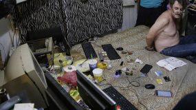 Σοκαριστικές εικόνες που μέσα από το σπίτι ενός παιδόφιλοu