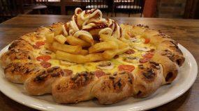 Πίτσα με λουκανικάκια !!!