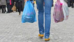 Τα πρόστιμα για τις δωρεάν πλαστικές σακούλες. Ποιοι θα πληρώσουν έως 30.000 ευρώ;
