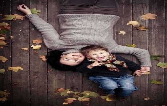 Τα παιδιά τα διδάσκεις με πράξεις, αγκαλιές κι αγάπη, όχι με λόγια