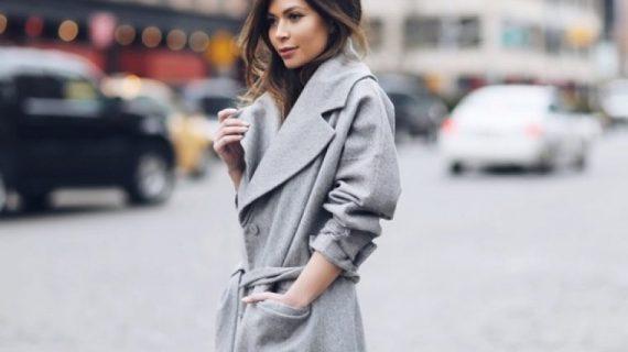 Αυτό είναι το παλτό που δείχνει πολύ ακριβό χωρίς να είναι καθόλου. Το προσόν που ξεγελάει