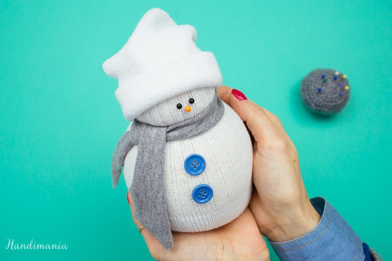 3. 1. Εύκολες Χριστουγεννιάτικες χειροτεχνίες για παιδιά : Χιονάνθρωπος από κάλτσα