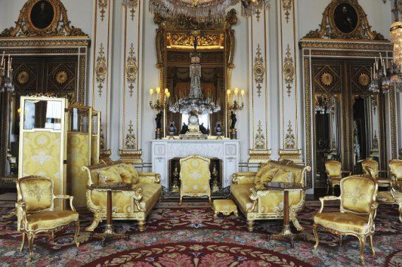 Ετσι είναι το παλάτι του Μπάκιγχαμ: 775 δωμάτια, χρυσό, φλύαρη πολυτελής διακόσμηση, μυστικές πόρτες! (εικόνες)