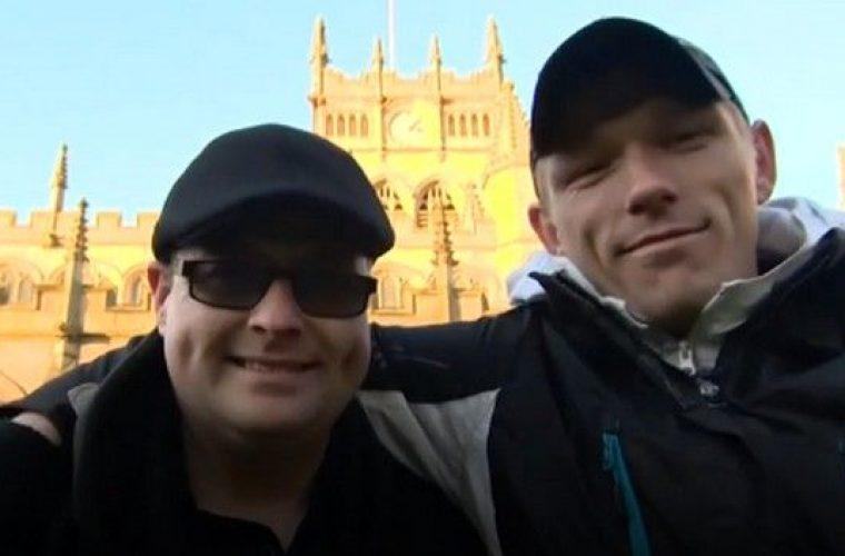 Έδωσε τσιγάρο σε άστεγο και διαπίστωσε ότι είναι ο επί 28 χρόνια χαμένος αδερφός του!