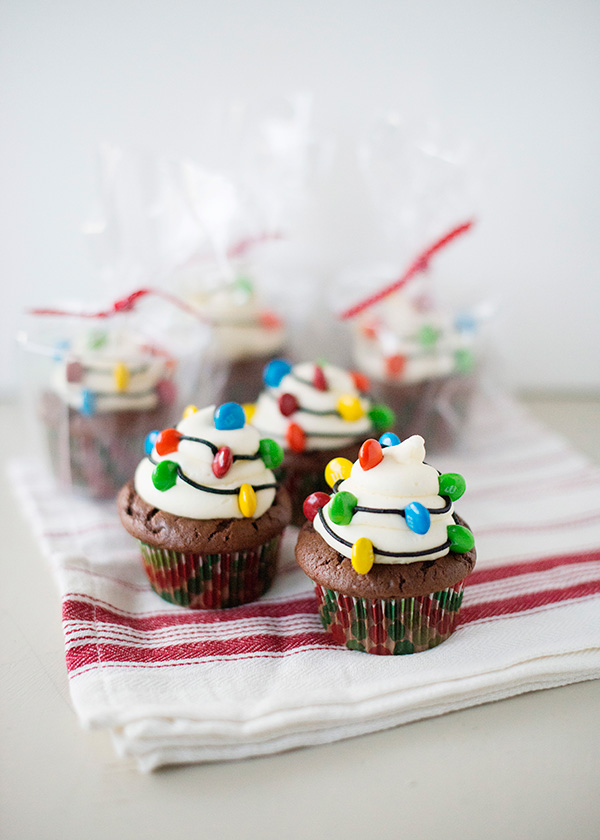 "Cupcakes με ""χριστουγεννιάτικα φωτάκια"""