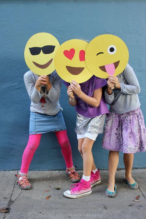 Φτιάξτε με τα παιδιά σας εύκολες αποκριάτικες μάσκες σε λίγα μόλις λεπτά