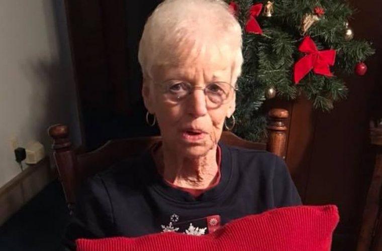 Αυτή η γιαγιά πήρε το πιο γλυκό και συγκινητικό δώρο Χριστουγέννων από τα εγγόνια της!