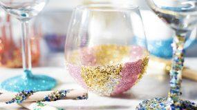 Πώς να φτιάξετε κάτι με glitter χωρίς να τα πασαλείψετε όλα
