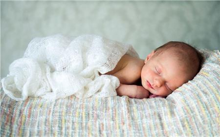 Γιατί τα μωρά κοιμούνται (τόσες) πολλές ώρες;