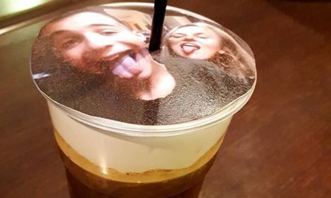 Το selfieccino είναι η νέα μόδα που τρελαίνει τη Θεσσαλονίκη – Καφές με αφρόγαλα… τη selfie σου