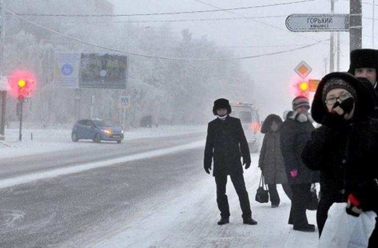 Μια κοπέλα βγήκε με μίνι φούστα έξω από το σπίτι με μείον 40 βαθμούς. Δείτε ποιο ήταν το αποτέλεσμα.. (εικόνα)