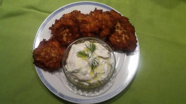 Κουνουπιδοκεφτέδες με σως γιαουρτιού
