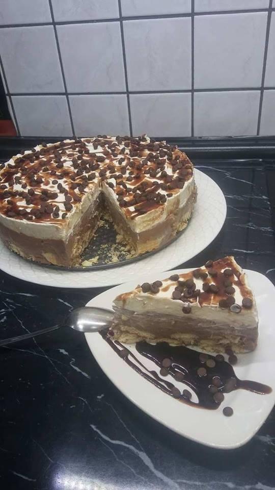 Πανεύκολη, λαχταριστή τούρτα δίχρωμη με μπισκότα, ζαχαρούχο και μερέντα για όλες τις περιστάσεις!