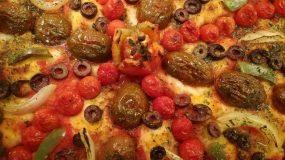 Πίτσα με λαχανικά μια πανδαισία χρωμάτων στο πιάτο μας