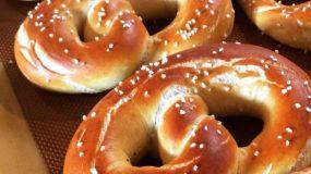 Συνταγή για αφράτα Pretzel με κανέλα και ζάχαρη