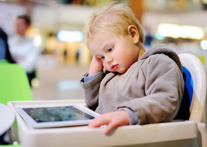 10 λόγοι για τους οποίους ένα μωρό δεν πρέπει να ασχολείται με την τεχνολογία