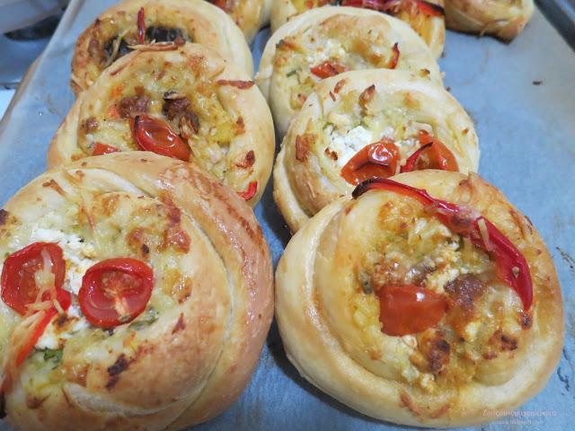 Πεντανόστιμες τυροφωλιές με γεύση πίτσας Μπαίνουν και κατάψυξη.. Η γεύση τους δεν υπάρχει!!