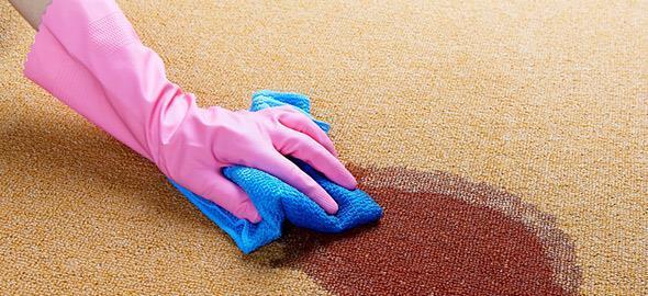 7 φυσικοί τρόποι να καθαρίσετε τα χαλιά