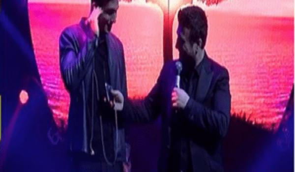 Ο Γιάννης Πλούταρχος ανέβασε στην πίστα τον 18χρονο γιο του, ο οποίος τραγούδησε και αποθεώθηκε από τον κόσμο!