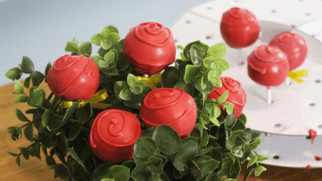 Τρούφες τριαντάφυλλο από κέικ για να κάνετε έκπληξη στους αγαπημένους σας την Ημέρα του Αγίου Βαλεντίνου