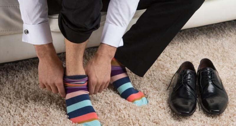 Σταματήστε να φοράτε τις ίδιες κάλτσες για δεύτερη μέρα.. Δείτε γιατί...