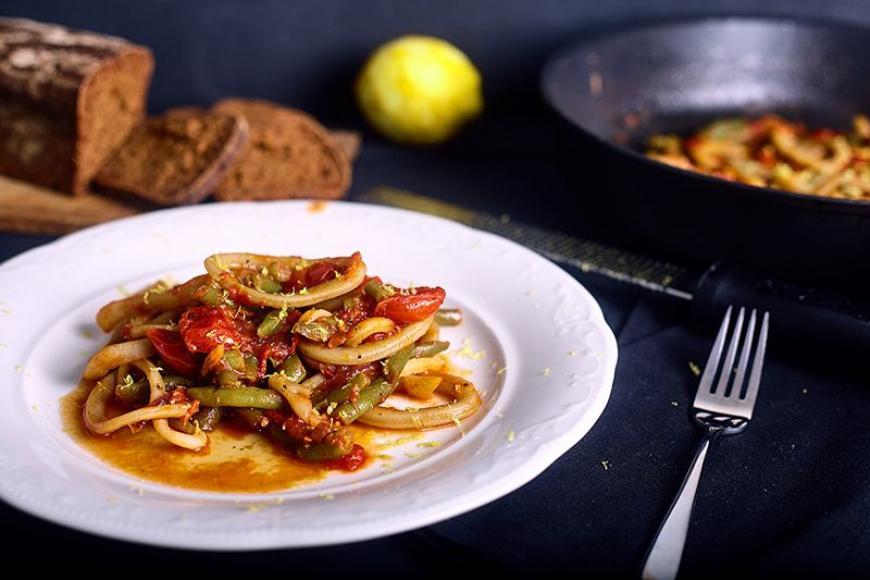 Καλαμαράκια με ντομάτα! Εύκολη, γρήγορη και πολύ νόστιμη συνταγή