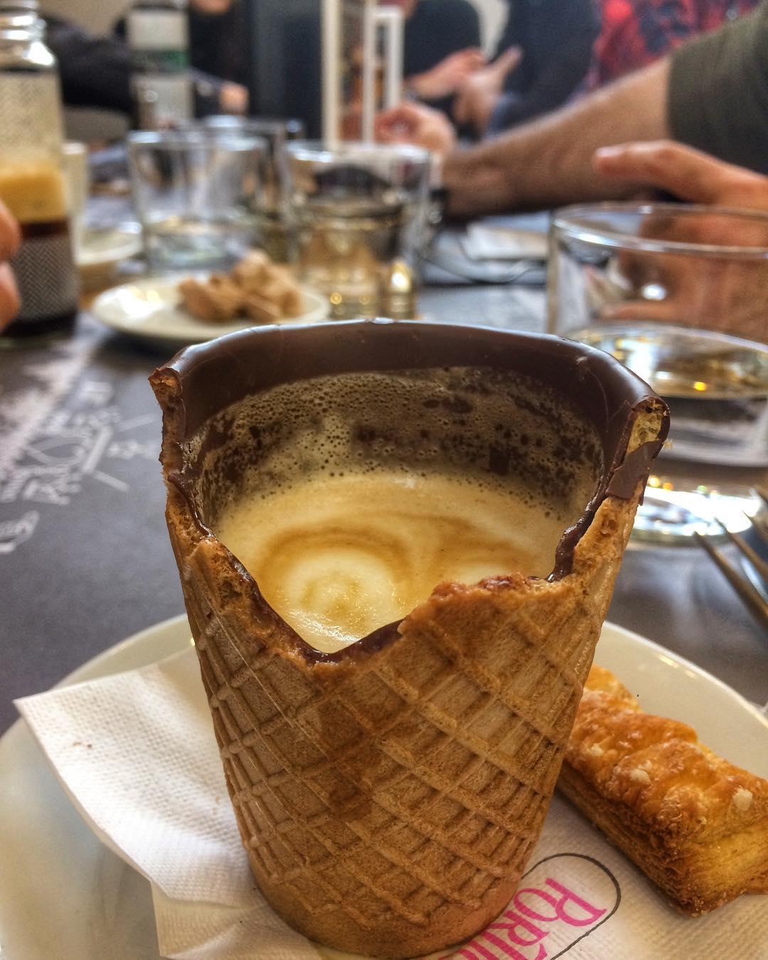 Ο καφές σε άλλη διάσταση! Η πρώτη καφετέρια στην Ελλάδα που σερβίρει καφέ σε τραγανό ποτήρι που τρώγεται