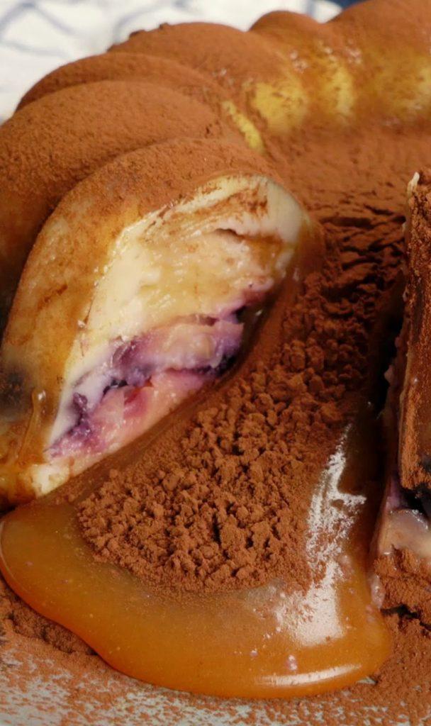 Ένα διαφορετικό κέικ με λάβα μήλου και καραμέλας που σίγουρα θα κλέψει τις εντυπώσεις!
