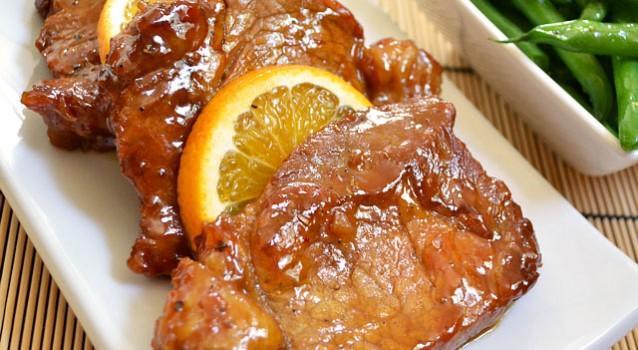 Μαριναρισμένα χοιρινά μπριζολάκια γλασαρισμένα με μέλι και μουστάρδα. Mια πολύ εύκολη συνταγή