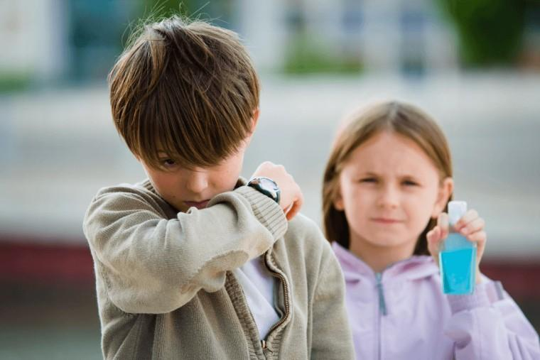 Γονείς προσοχή! H3N2: Οι κίνδυνοι, τα συμπτώματα και η πρόληψη για τη νέα γρίπη στα παιδιά – Συμβουλές από έναν ειδικό