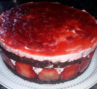 Σπέσιαλ μοναδική αφράτη μυρωδένια φραουλένια τούρτα !!!