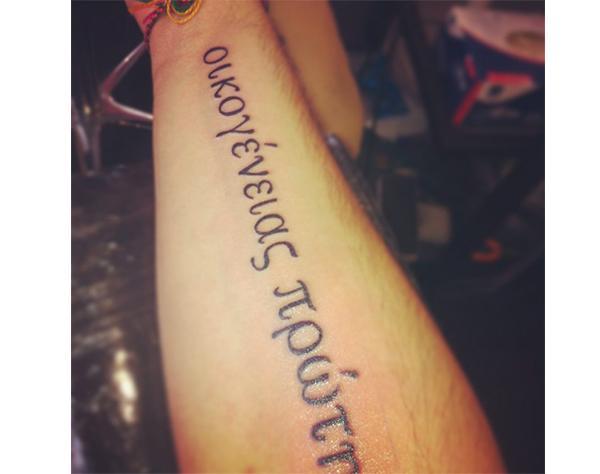 10 ξένοι που αποφάσισαν να κάνουν τατουάζ στα ελληνικά αλλά κάτι πήγε πολύ στραβά....