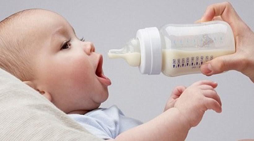 Πόσα ml γάλα αντέχει το στομαχάκι του μωρού αναλόγως με την ηλικία του;
