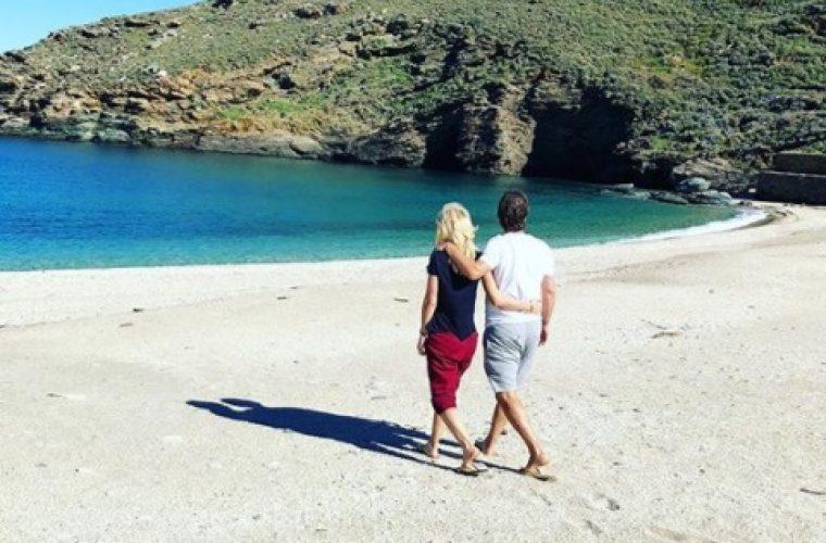 Ελένη Μενεγάκη: στην Άνδρο αγκαλιά με τον Ματέο με ανοιξιάτικη διάθεση! (εικόνες)