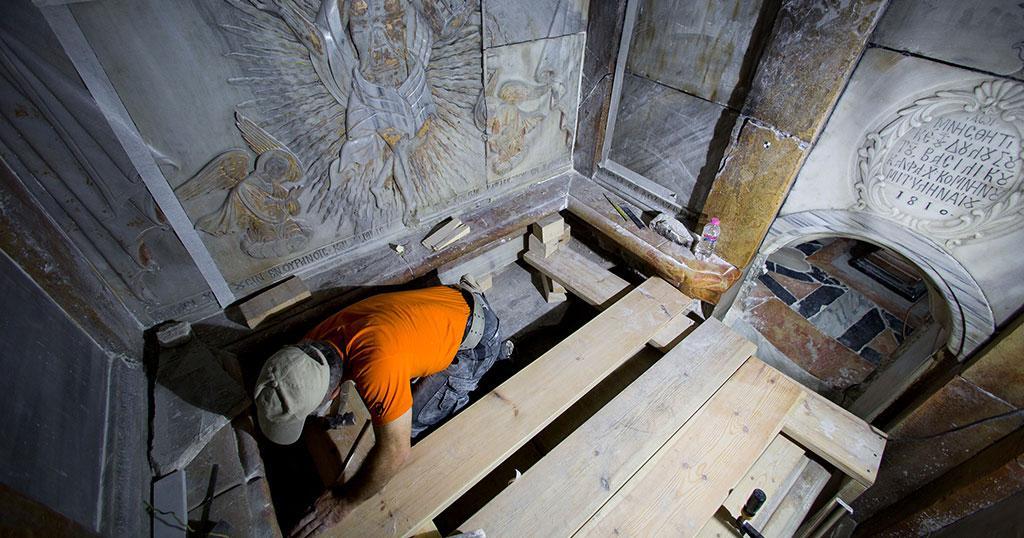 Συγκλονιστικό! «Ήμουν ο πρώτος άνθρωπος που μπήκε μέσα στον τάφο του Χριστού. Ναι, μύριζε μύρο παντού»
